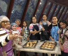 Воспитанники кружка «Юный кулинар»(Амтаннаах ас) на мастер классе в ресторане «Седьмое небо»